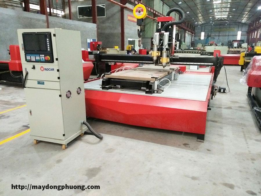 Máy CNC thay dao tự động Đông Phương