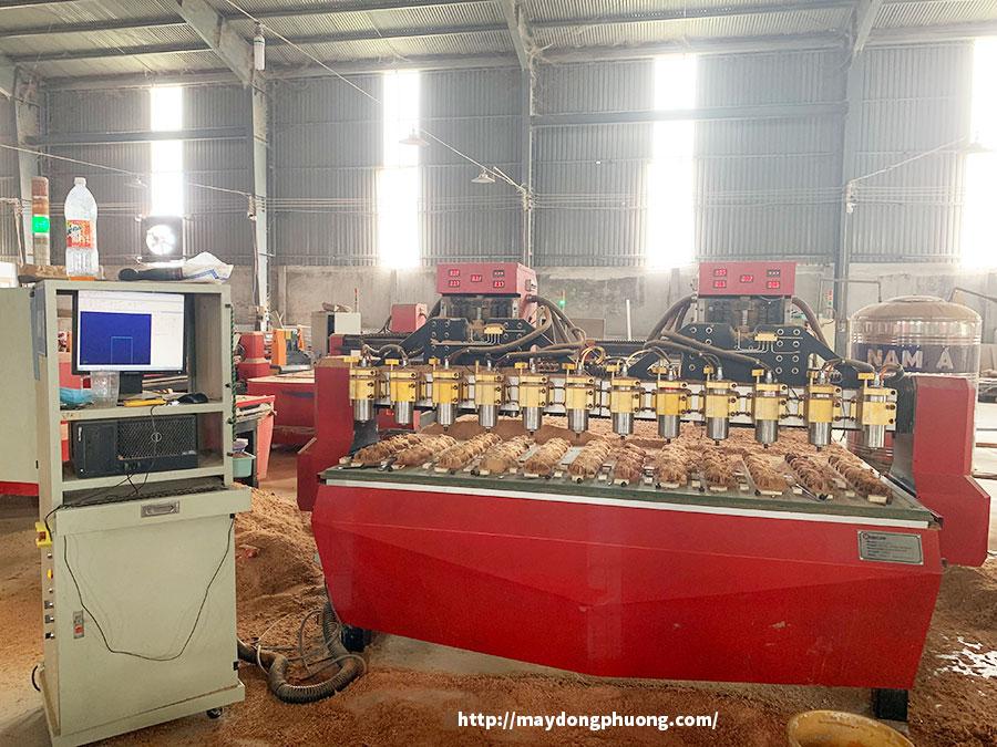 Máy CNC đục gỗ Đông Phương