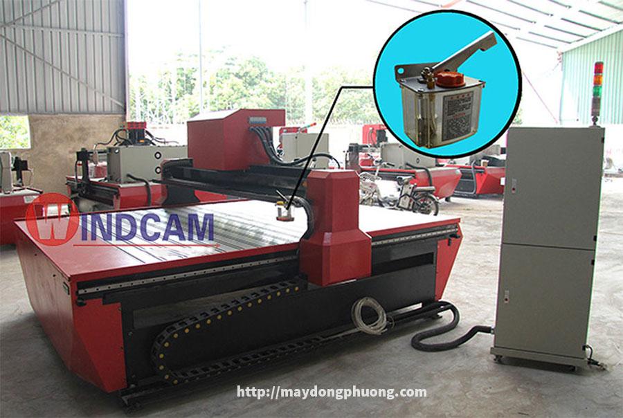 Vị trí lắp đặt bình bơm dầu máy CNC