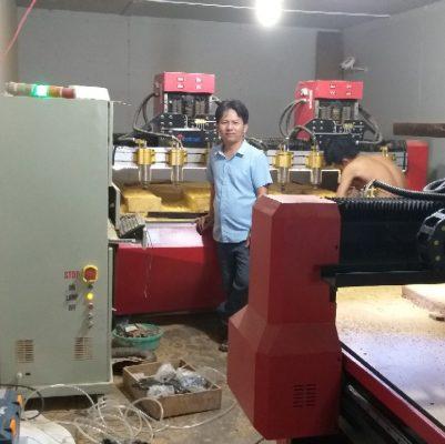 khách mua máy cnc khắc gỗ